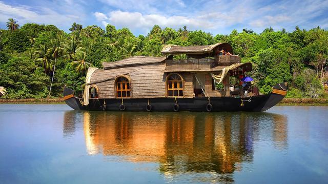 Kerala a plavby na houseboat a pláže jihu
