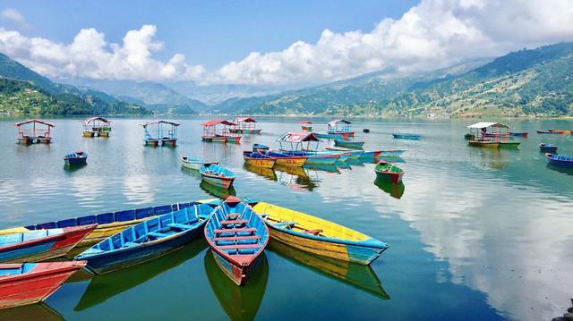 Pokhara, jezerní město