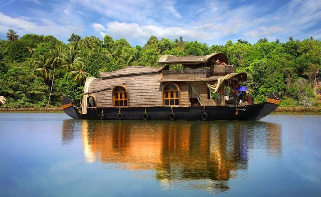 Plavba v luxusním houseboat