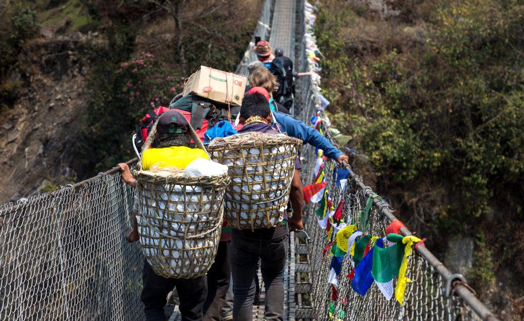 Zavěsný most přes řeku Dudh Koshi