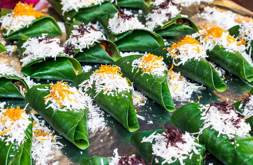 Keralská kuchyně servírovaná na banánovém listě.