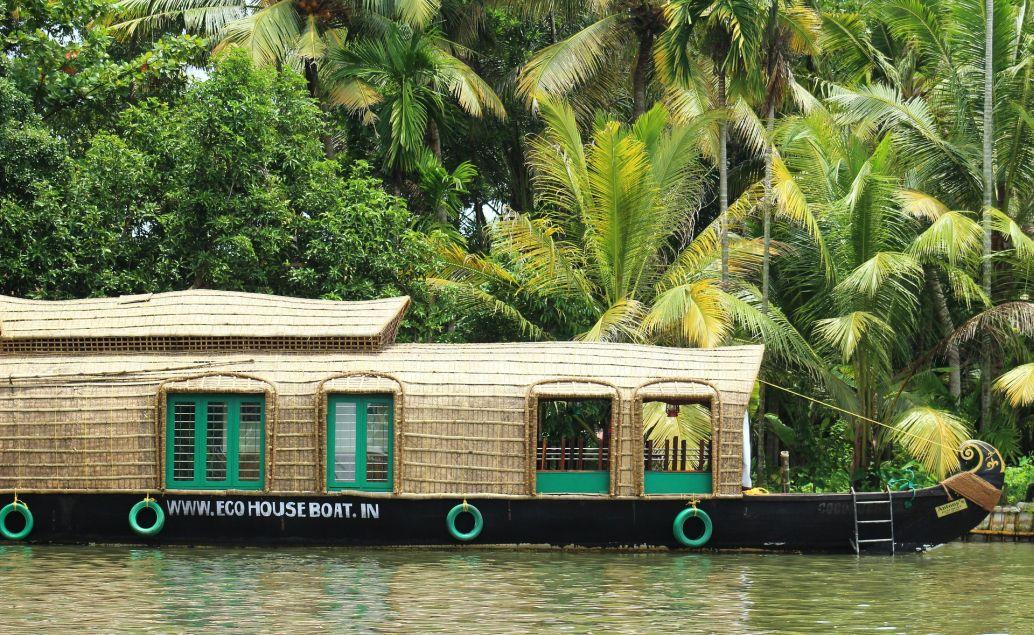 Plavba v houseboat na vodních kanálech řeky Allepey
