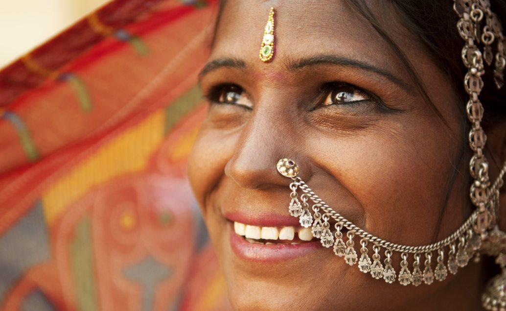 Indická žena v tradičním oděvu Sárí